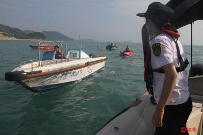 大亚湾海事局组织民间救援队成功救出被困船艇