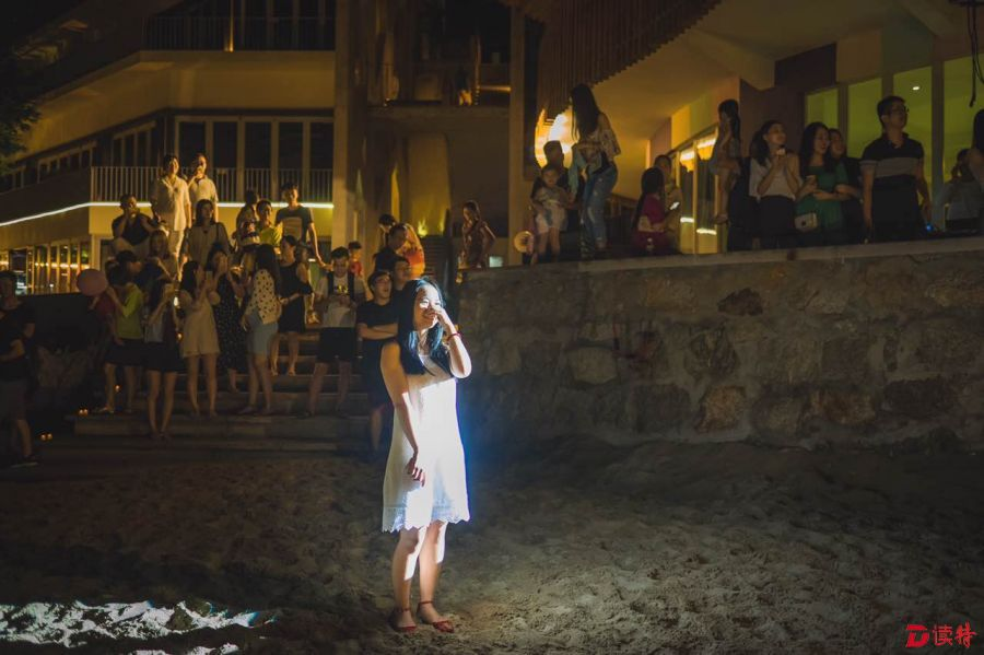台风夜求婚:我们的爱情可抵过14级台风