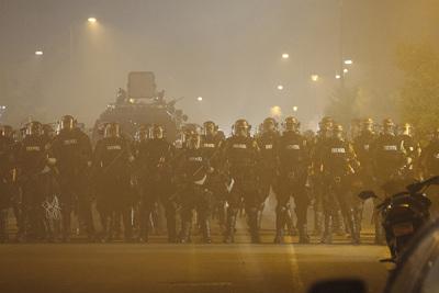 全美有超40个城市和华盛顿特区宣布周日晚实施宵禁