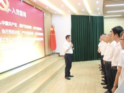 重温誓词忆初心、立足岗位做表率,珠光小学党支部向中国共产党99岁华诞致敬