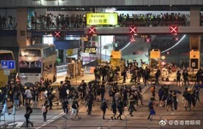 香港警方:修例风波近万人被捕 学生占逾四成
