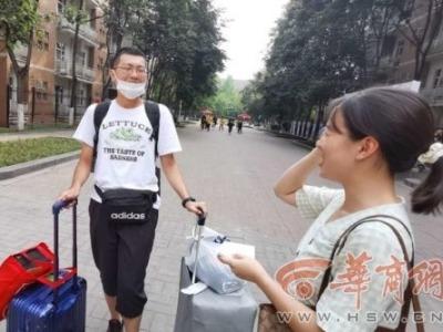 """西安一高校为新生设""""独立报到奖"""",上千人申请"""