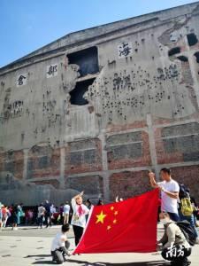 悼念八百壮士,假期上海四行仓库成国旗海洋