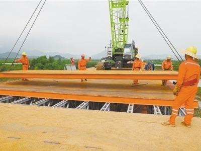 目前广东省最长钢栈桥 黄茅海跨海通道钢栈桥全线贯通