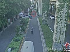 """""""子承父业""""在马路上撒刀片 上海一犯罪嫌疑人被批捕"""