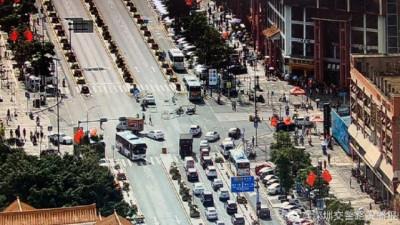 滚动   假期首日广东多条高速车流量大,这些路段交通管制