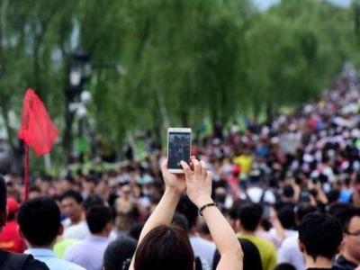 """美媒报道""""十一黄金周"""":数亿人出游 中国确实安全!"""