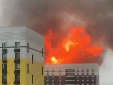 俄罗斯莫斯科一仓库起火爆炸,内部储存近600立方米气瓶