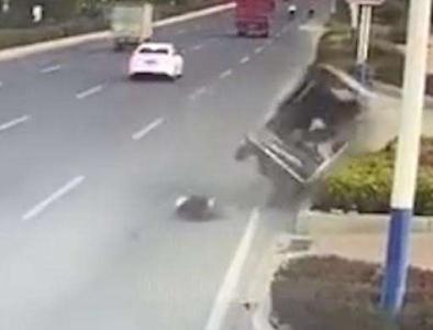 视频   福建莆田一水泥搅拌车与一农用车碰撞:农用车上乘员9死7伤