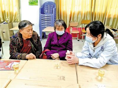 @光明长者 红星社区高龄老人学高血压预防知识