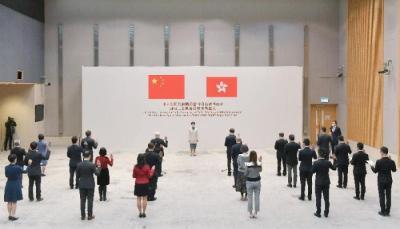 香港政治委任官员宣誓拥护《基本法》和效忠香港特区