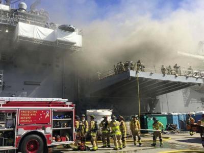"""美国海军宣布报废准航母""""好人理查德""""号:曾燃烧近5日"""