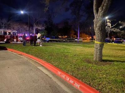 美国特警与挟持人质嫌犯对峙6小时 2人死亡