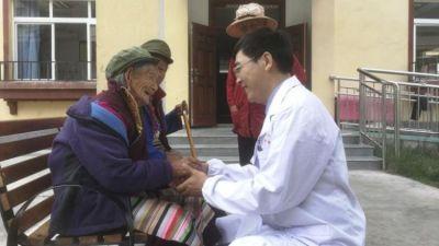 """援藏近3年,他为偏远西藏山区洒下""""医疗甘露"""""""