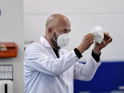 变异毒株传染力更强!美专家疾呼:是时候戴好点的口罩了
