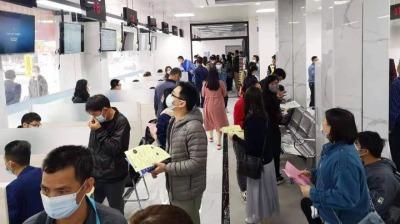 """现场录用272人!平沙""""春风行动""""招聘会""""春""""意融融"""