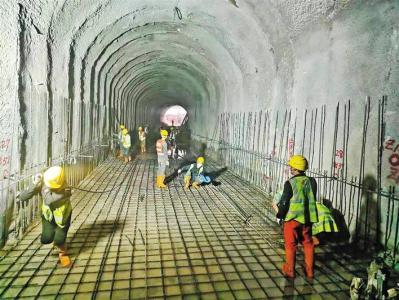 """宝安""""大水缸""""水质保障工程抓紧推进 铁石二期项目铁岗排出隧洞施工段春节期间不停工"""