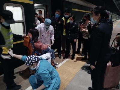 极速真探|站车接力 深圳铁警成功救助突发疾病旅客