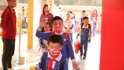深圳本学期正式推出中小学免费课后延时服务:原则上不超2课时 自愿参加