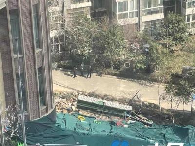 河南一小区内幼儿园发生塌陷:教学楼地基裸露,楼体下方镂空