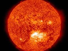 英媒:科学家发现太阳风暴起源