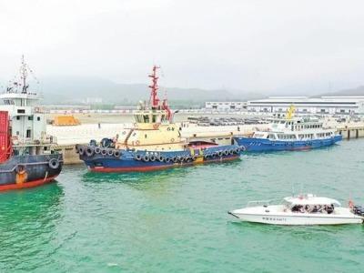 深汕:小漠国际物流港举行泊位交工验收暨首船靠泊仪式