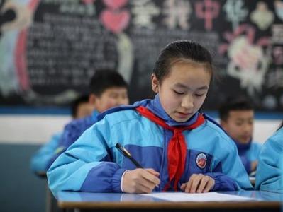 全国人大代表邵志豪:建议让学生在校内完成家庭作业