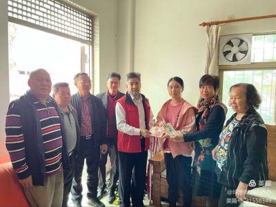 爱心在行动丨他们来到坪东社区慰问困难侨眷