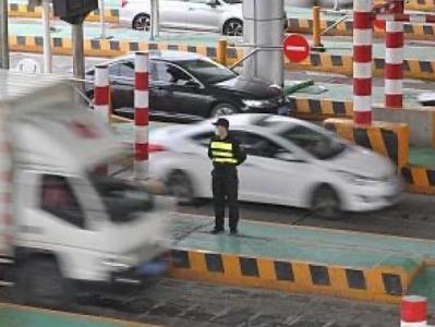 政府工作报告提出全面推广高速公路差异化收费,高速费会降吗