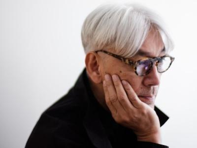 """坂本龙一首次中国大展:有""""海啸钢琴"""",也有远方篝火"""