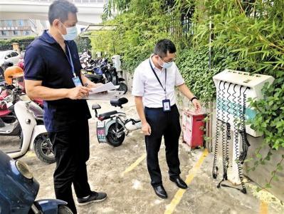 黃紹家每周到學校幼兒園督導安全,大年三十依舊在崗做好疫情防控