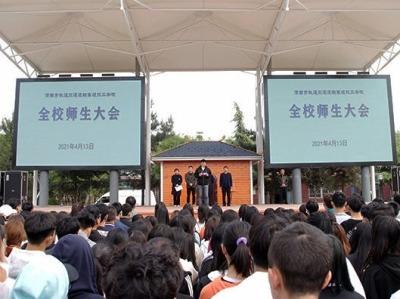 陕西一学校多名学生因迟到被扇巴掌,涉事老师被开除