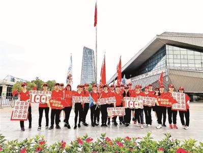 松岗百名义工百里徒步接力庆祝建党百年