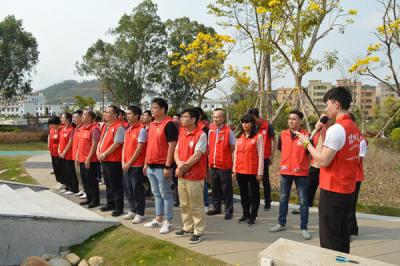 坪山田心社区党员干部、群众代表清明节缅怀革命先烈