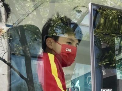 """中国女足入境韩国遭""""刁难"""""""