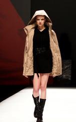 """(文化)(1)科技融入时尚 上海时装周演绎""""进化论"""""""