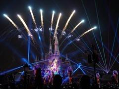 """上海迪士尼开工10周年:""""米老鼠""""在中国内地茁壮成长"""