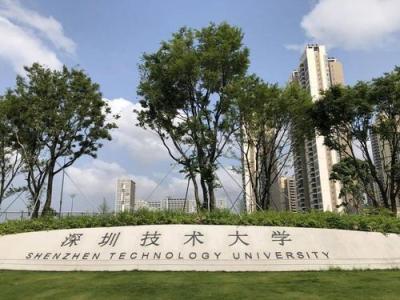 """""""空中校园""""初亮相,深圳技术大学空中连廊正式通行"""