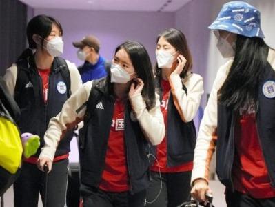 中国女排闭环管理备战奥运测试赛,每天早餐前都做核酸检测