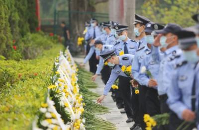 龙岗:300多名政法干警代表集体缅怀英烈