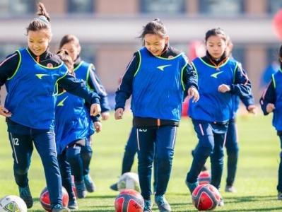 """中国女足的""""胜利""""应在场外:让更多女孩自由地去操场踢球"""