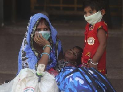 印度24小时新增确诊超15万例