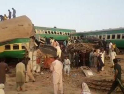 巴基斯坦火车相撞事故死亡人数升至36人 救援正进行