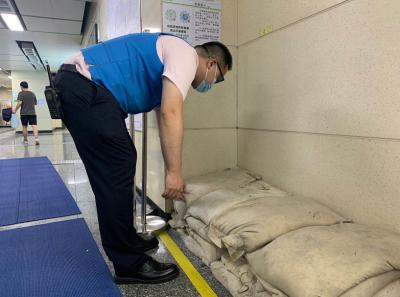 地铁站里碰上大雨怎么办?深圳地铁车站防汛措施话你知