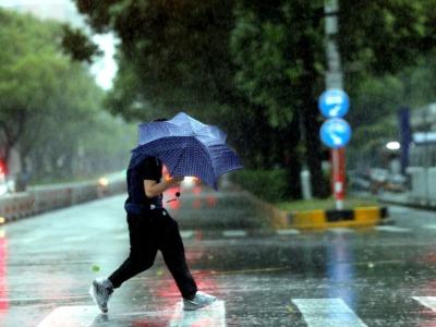 """""""烟花""""中心已过上海同纬度,强度正在逐渐减弱"""
