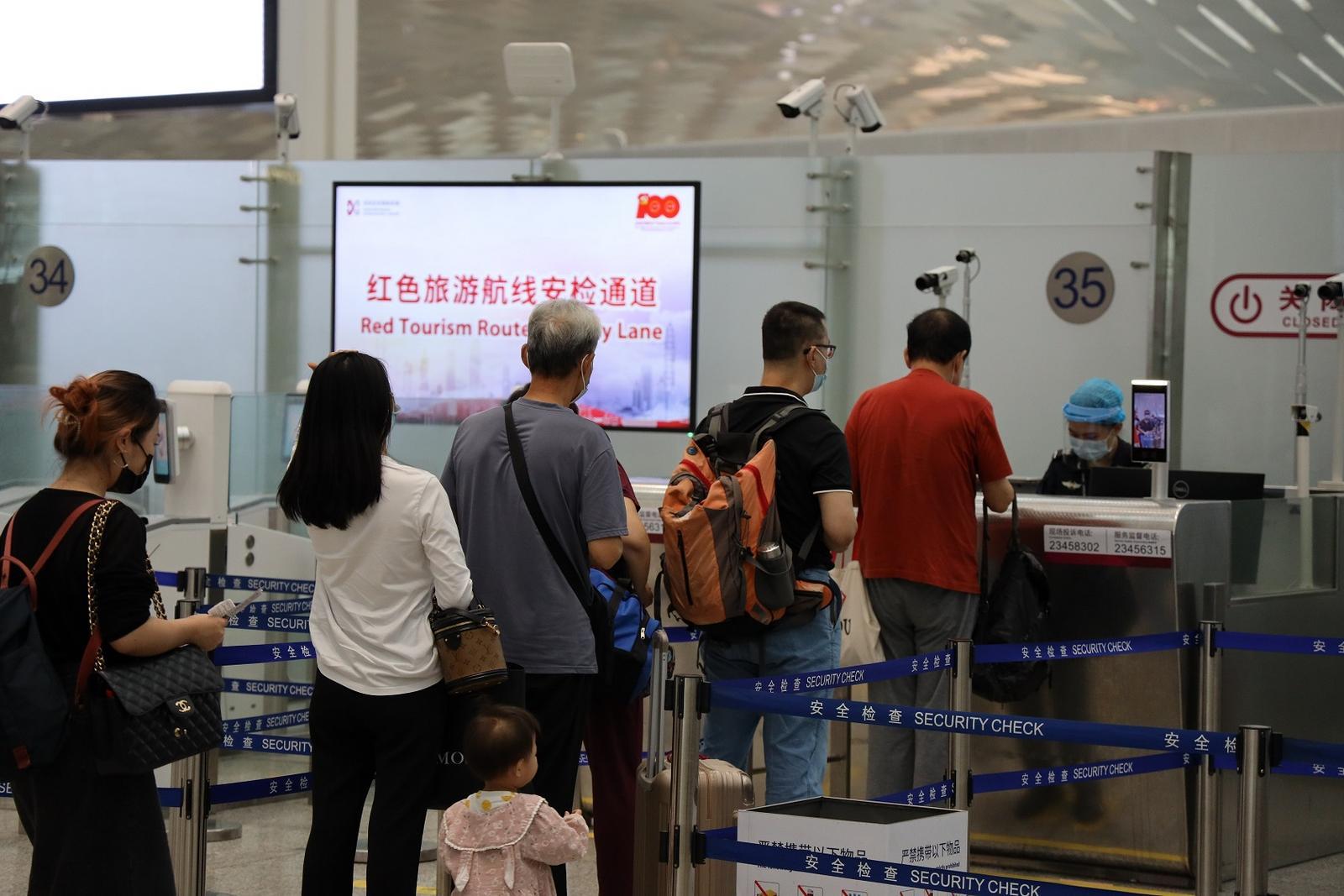 深圳机场:红色旅游航线航班超300班/周,旅客在机场可享