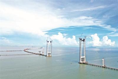 """深中通道""""双桥四主塔""""全部封顶  项目全面转入上部结构施工阶段"""