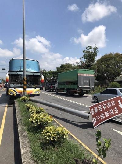 大陆游客团游览车又出事故! 杭州5名女游客受伤