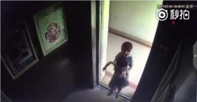 熊孩子按18层按钮将女童关进电梯 致其坠楼身亡