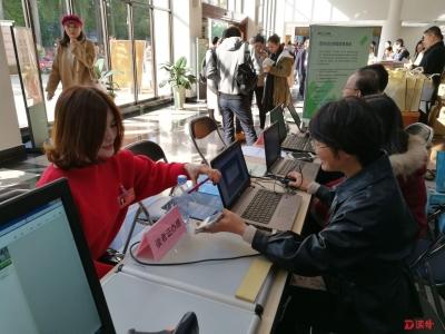 深圳图书馆为市政协会议提供驻场文献信息服务